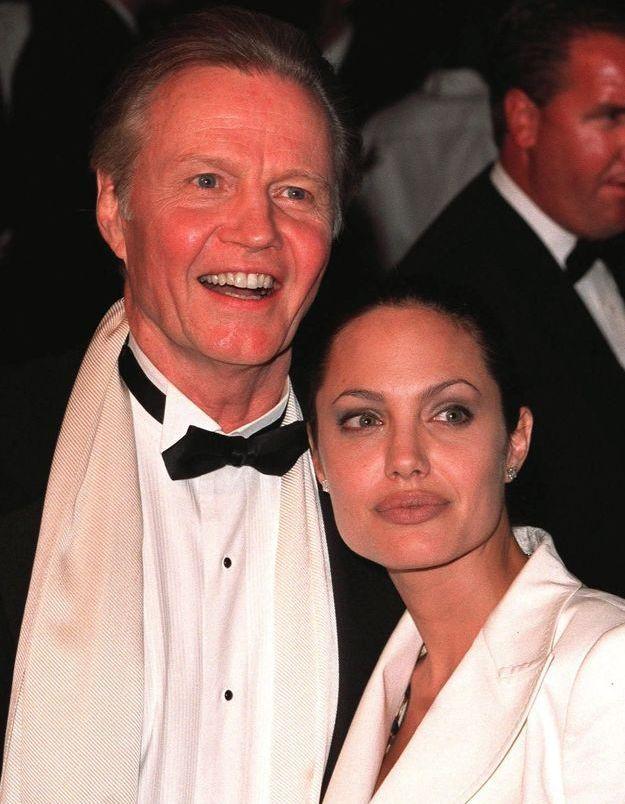 Le père d'Angelina Jolie a appris le mariage de sa fille dans la presse !