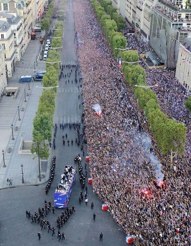 L'arrivée des Bleus sur les Champs-Élysées