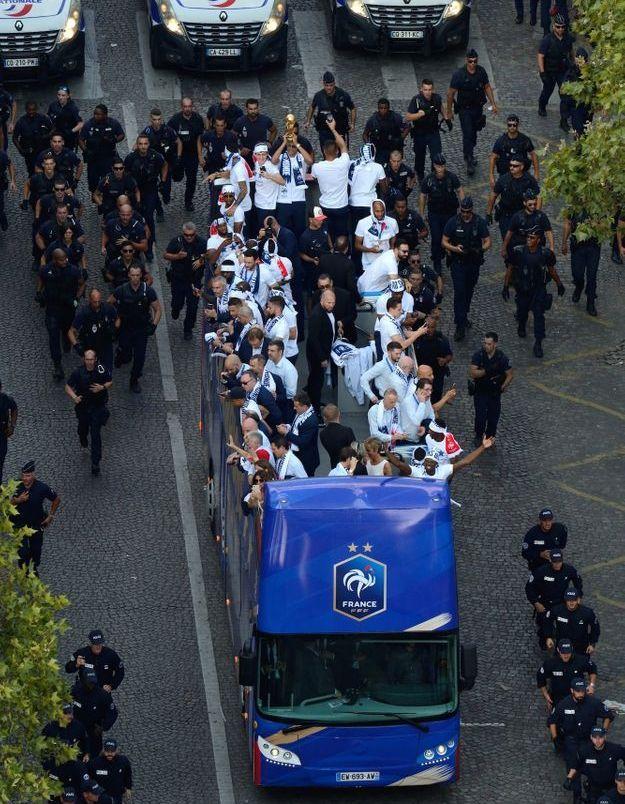 Le bus des Bleus sous haute sécurité