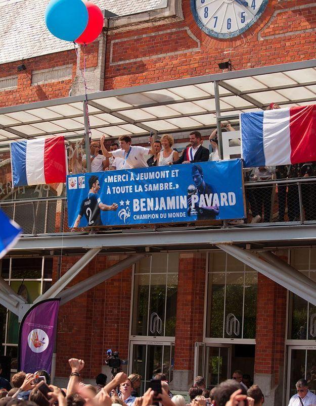 Au balcon de la mairie