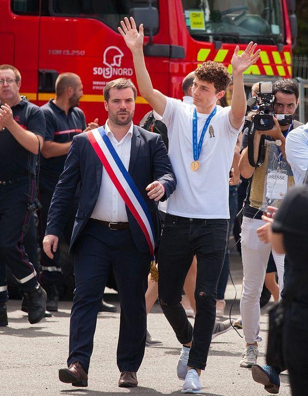 Benjamin Pavard et le maire de Jeumont