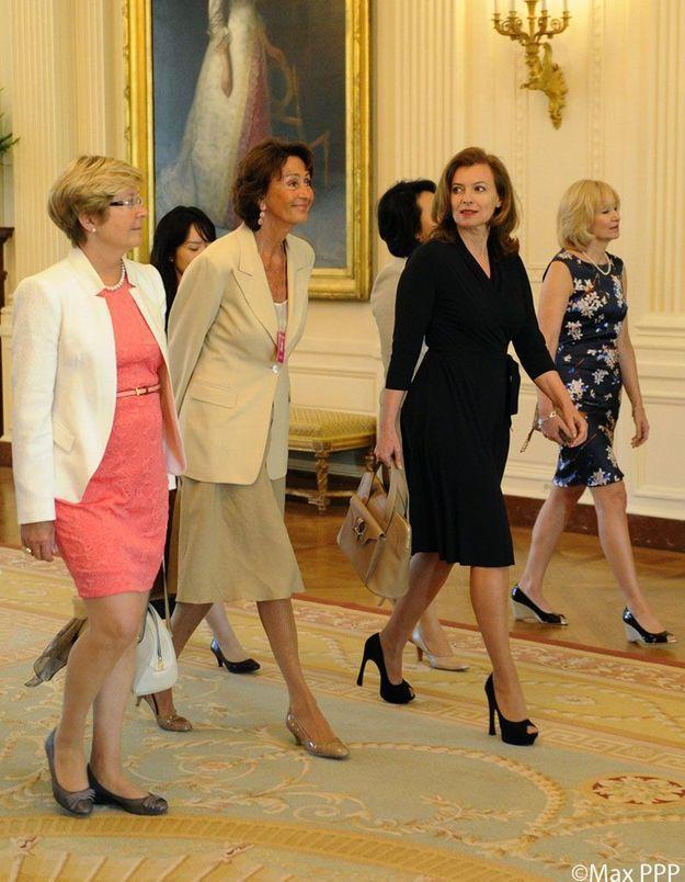 Les premiers pas de Valérie Trierweiler à la Maison Blanche