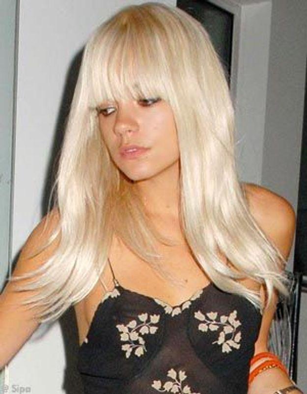 Lily Allen passe au blond platine pour l'été !