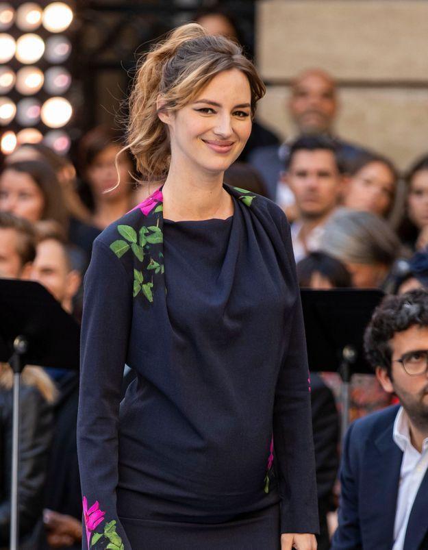 Louise Bourgoin : sublime au défilé L'Oréal Paris, enceinte de son deuxième enfant