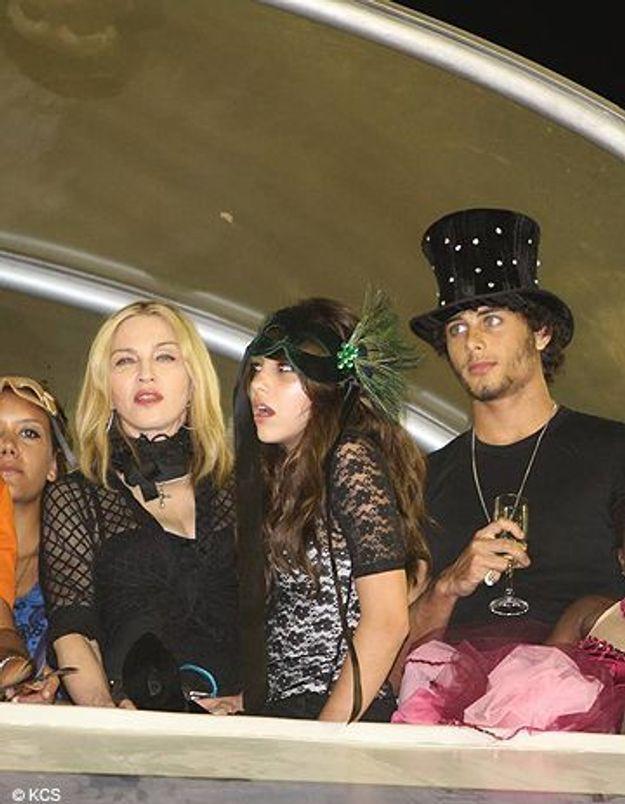 Madonna fête le carnaval avec ses filles et son toy boy !