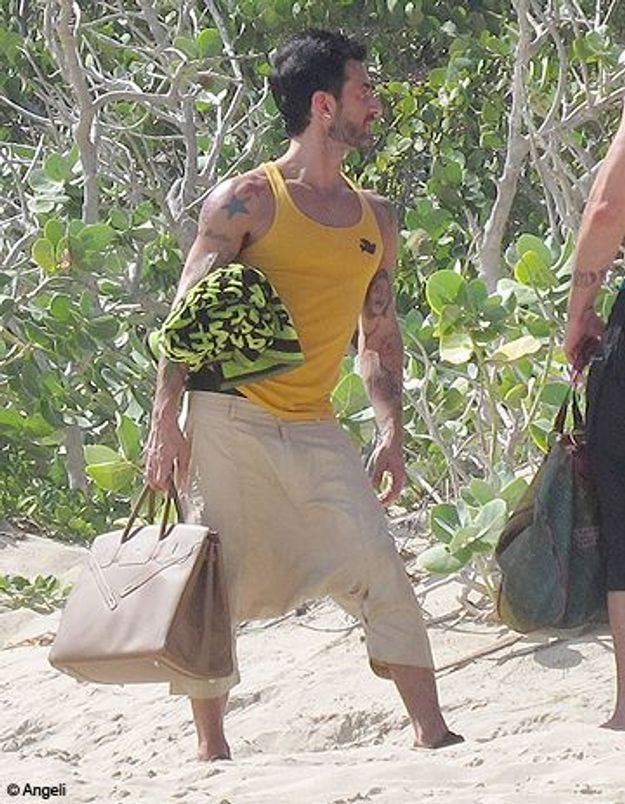 Marc Jacobs ne quitte plus son Birkin, même à la plage !
