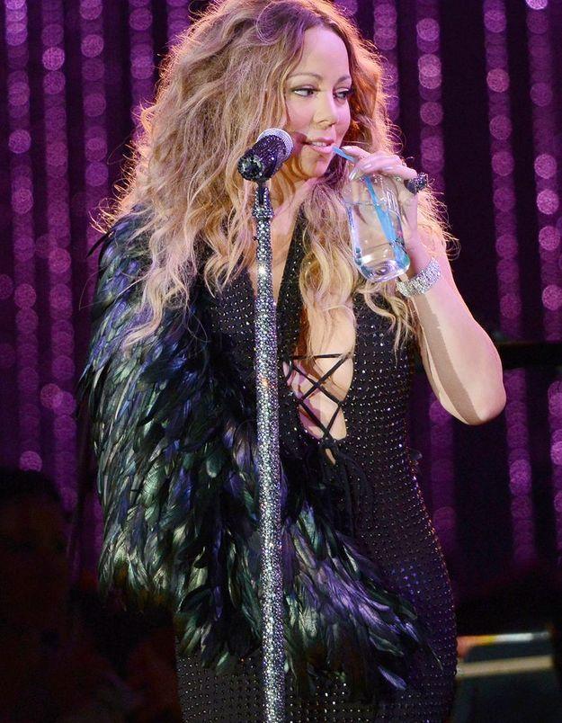 Mariah Carey cache son plâtre sous un amas de fourrure !