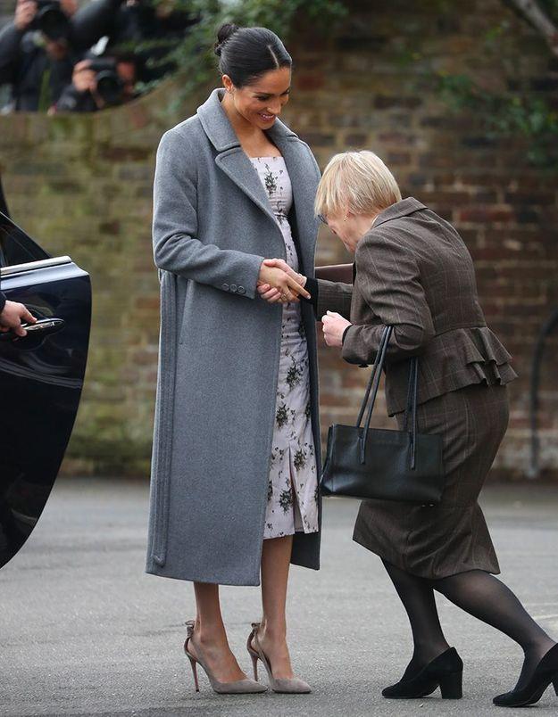 Une révérence pour accueillir la duchesse