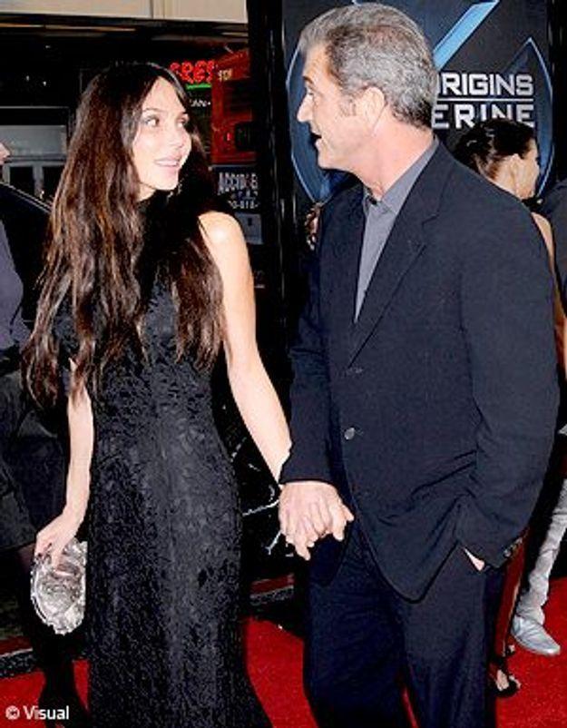 Mel Gibson s'affiche avec sa nouvelle copine