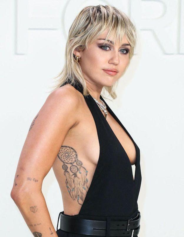 Miley Cyrus se confie sur sa « première fois »