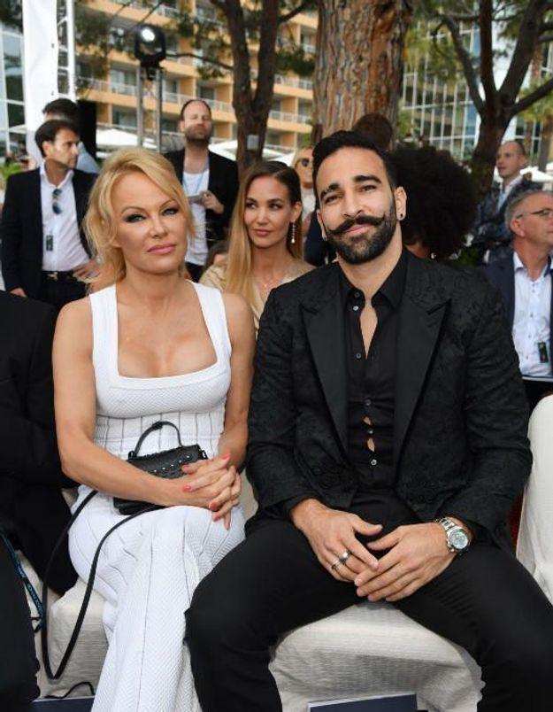Pamela Anderson : elle publie de nouvelles accusations glaçantes contre Adil Rami (et son numéro de téléphone)