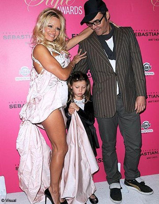 Pamela Anderson exploite une fillette et choque l'Amérique