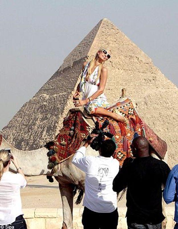 Paris Hilton : elle s'éclate devant les pyramides d'Egypte