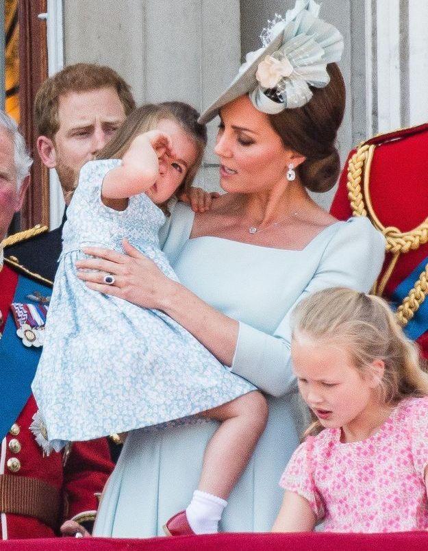 Mais a vite été réconfortée par sa mère, Kate Middleton