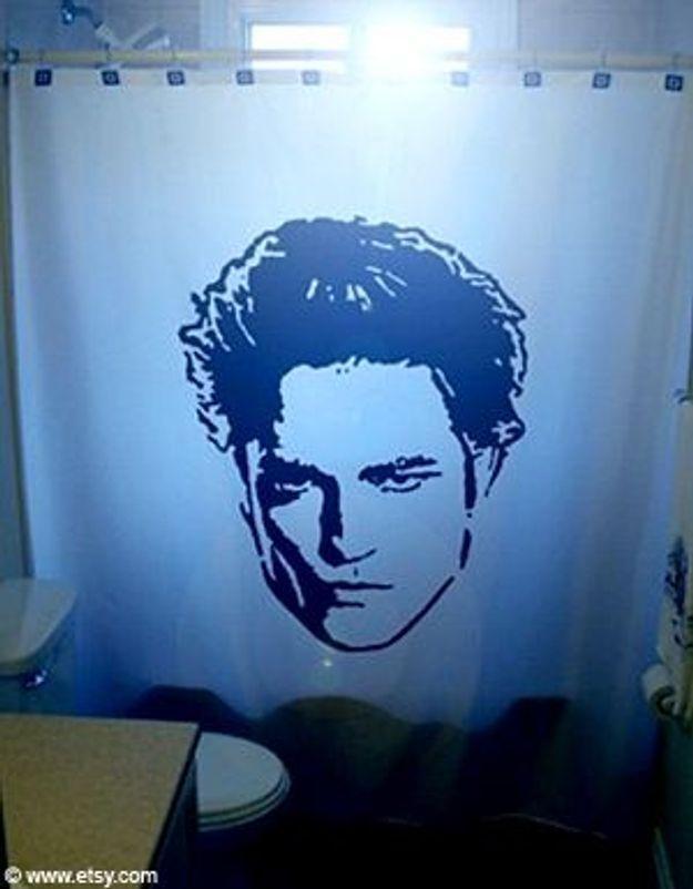 Qui veut prendre sa douche avec Robert Pattinson ?