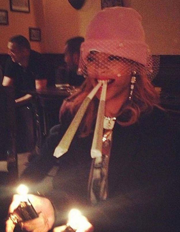 Rihanna poste des photos d'elle fumant des joints XXL