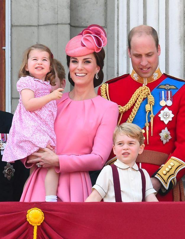Chaque année, ils sont au balcon de Buckingham Palace pour saluer la foule.