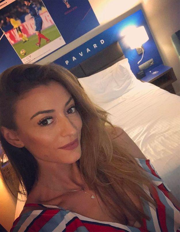 Petit selfie pour Rachel Legrain-Trapani dans la chambre de Benjamin Pavard