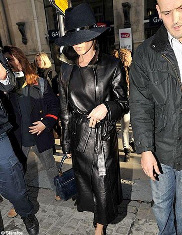 Victoria Beckham, incognito à la gare du Nord de Paris