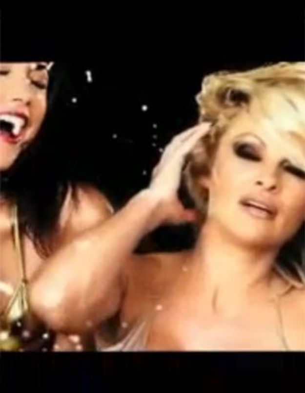 Vidéo : Pamela Anderson, encore dans une pub censurée