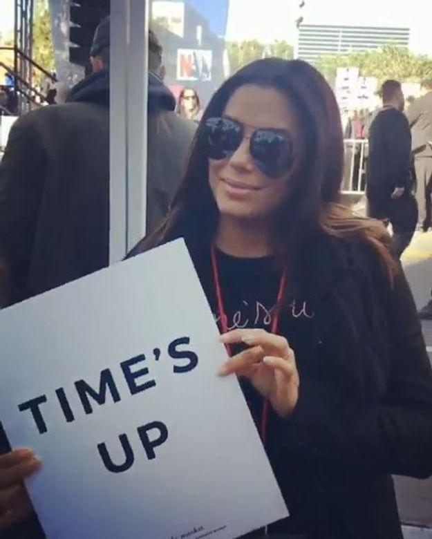 Pendant le défilé, Eva Longoria avait emmené sa pancarte Time's Up