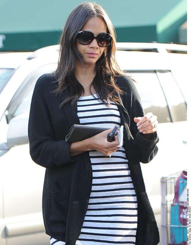 Zoe Saldana, enceinte, ne cherche plus à cacher son ventre !
