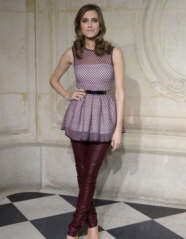 Le look du jour: Allison Williams, une Girl au défilé Dior Couture
