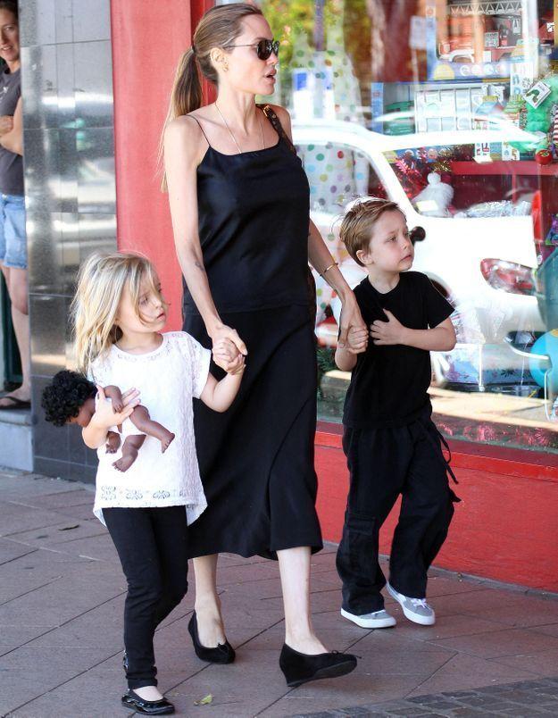Le look du jour: Angelina Jolie et les jumeaux Knox et Vivienne