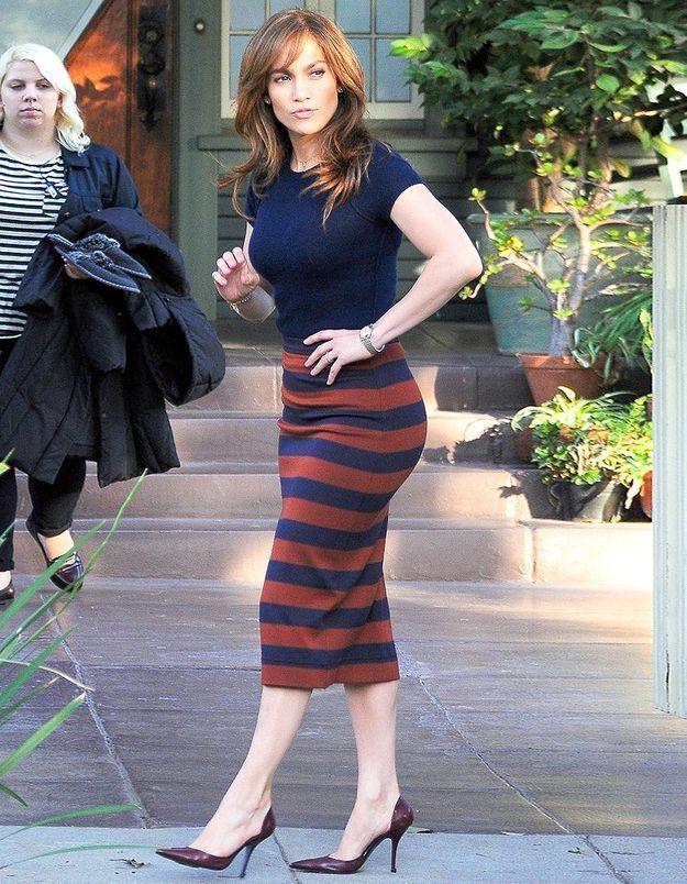 Le look du jour : Jennifer Lopez, bibliothécaire chic sur un tournage