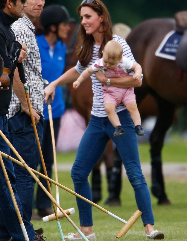 Le look du jour : Kate Middleton et le prince George, supporters de choc face au prince William
