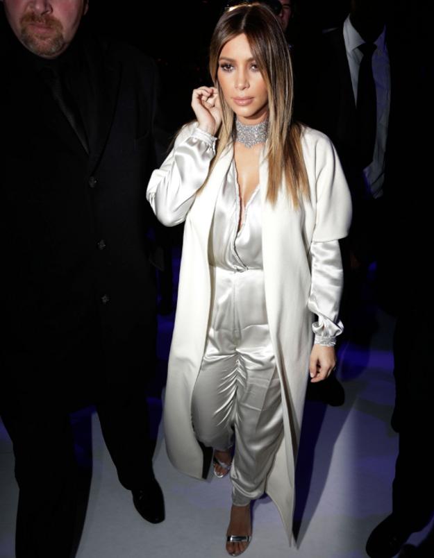 Le look du jour: Kim Kardashian au défilé Stéphane Rolland