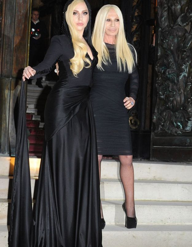 Le look du jour: Lady Gaga au défilé Versace