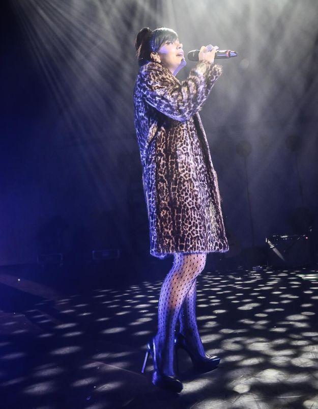 Le look du jour: Lily Allen chante sur scène avec Robbie Williams