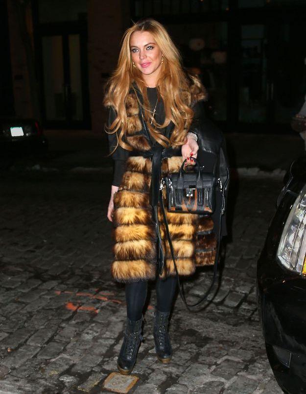 Le look du jour: Lindsay Lohan et son manteau en fourrure