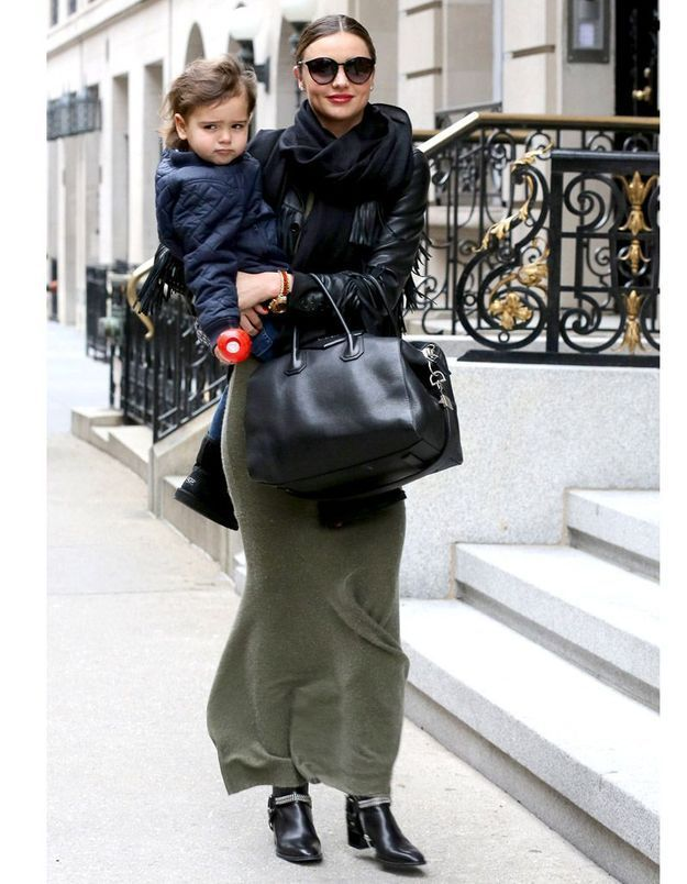 Le look du jour : Miranda Kerr, maman stylée