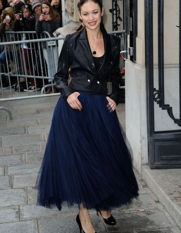 Le look du jour: Olga Kurylenko au défilé Jean Paul Gaultier