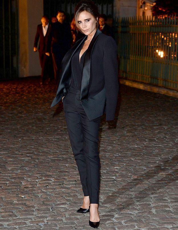 Le look du jour : Victoria Beckham, amoureuse à Londres