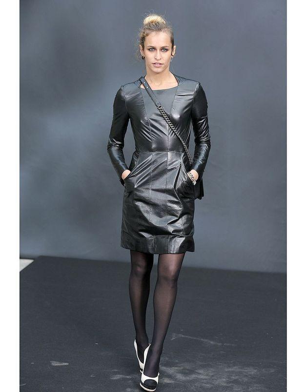 La robe en cuir d'Alice Dellal