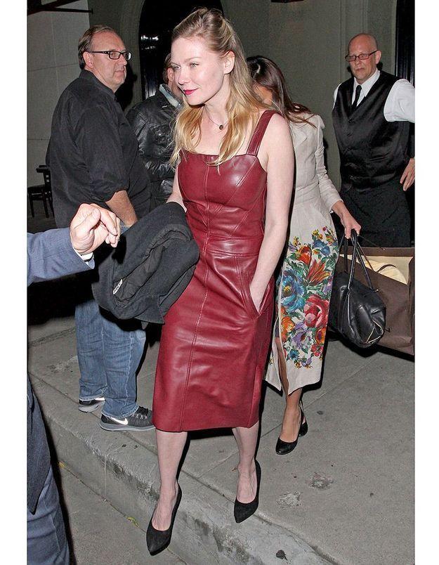 La robe en cuir de Kirsten Dunst