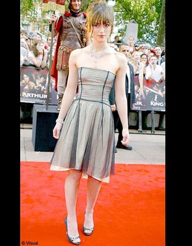 Elle aime la robe-bustier