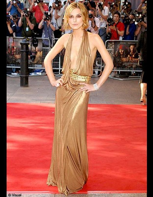 Sa longue robe Gucci dorée