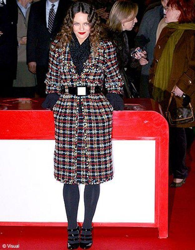 En manteau de tweed à l'esprit festif