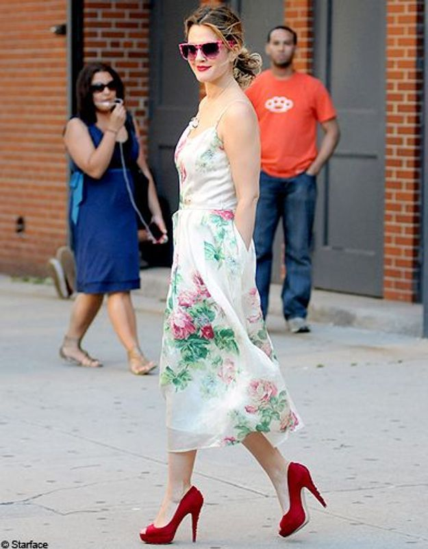 dew barrymore robe fleurs chaussures rouge