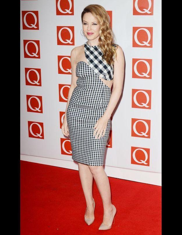 Le look damier selon Kylie Minogue