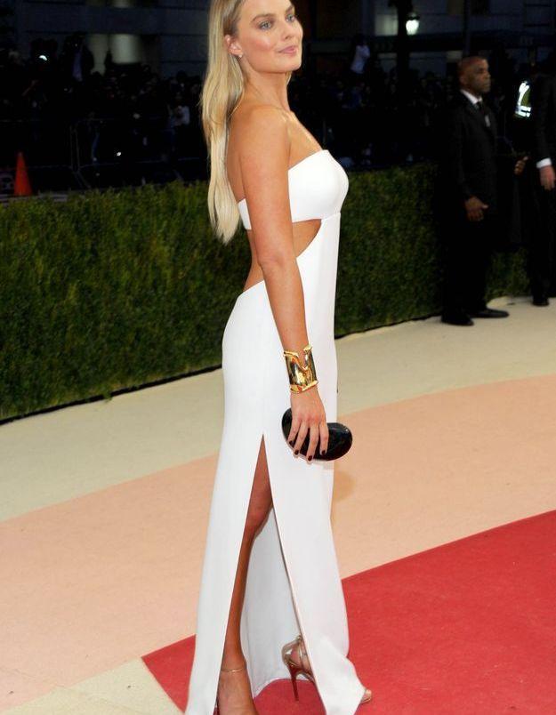 Margot Robbie en Calvin Klein Collection et parure Tiffany & Co.