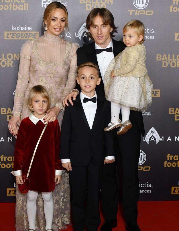 Luka Modric et sa femme Vanja, avec leurs enfants
