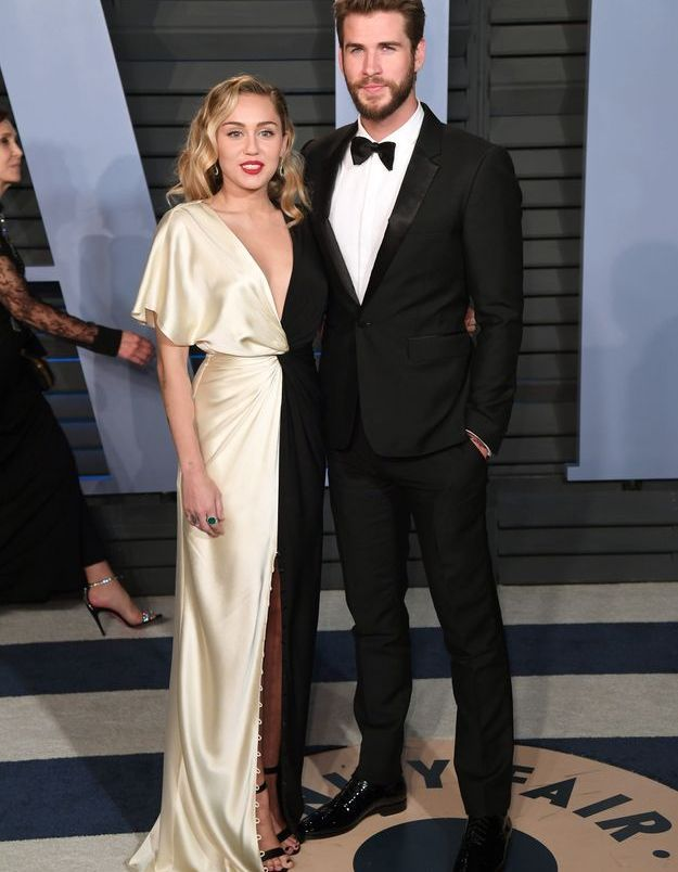 Miley Cyrus en Prabal Gurung et Liam Hemsworth en Burberry