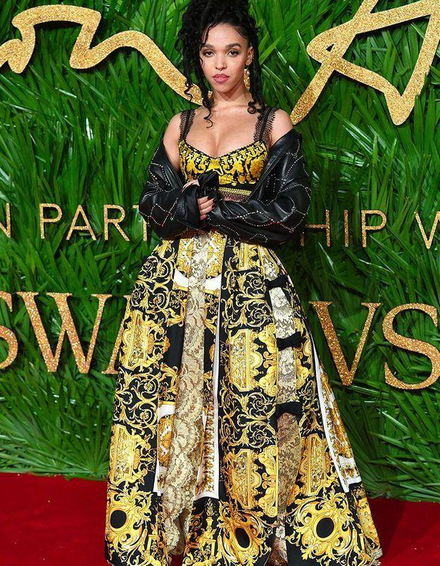 FKA Twigs en Versace