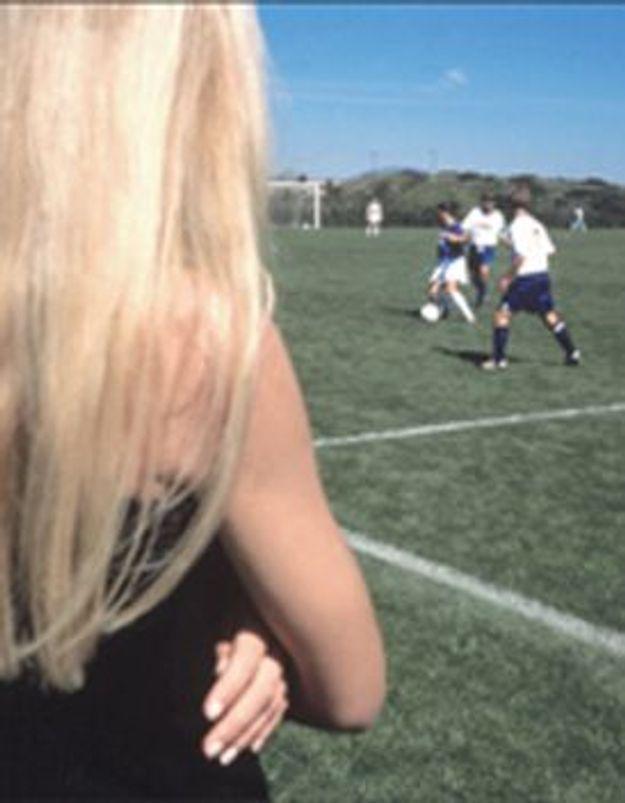 Femmes de footballeurs, comment elles jouent le jeu