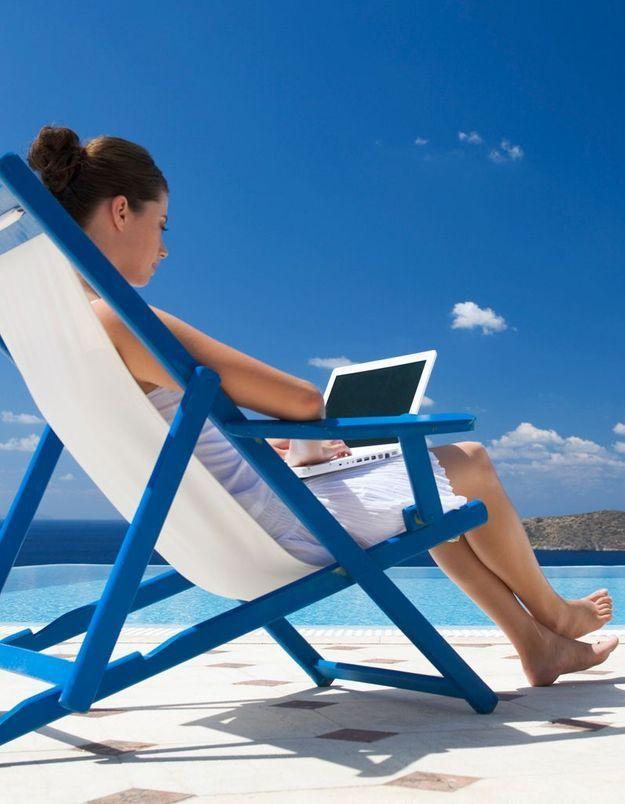 Travail : en vacances, les cadres déconnectent-elles ?